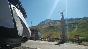 BMW S1000R vor einer Statue auf dem kleinen St. Bernardino