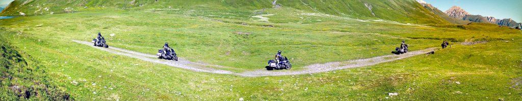Motorrad offroad auf dem kleinen St. Bernhard