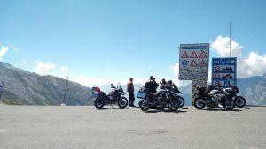 Motorräder am Colle dell'Agnello