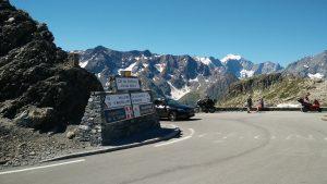 Schild an der Passhöhe des Col du Galibier