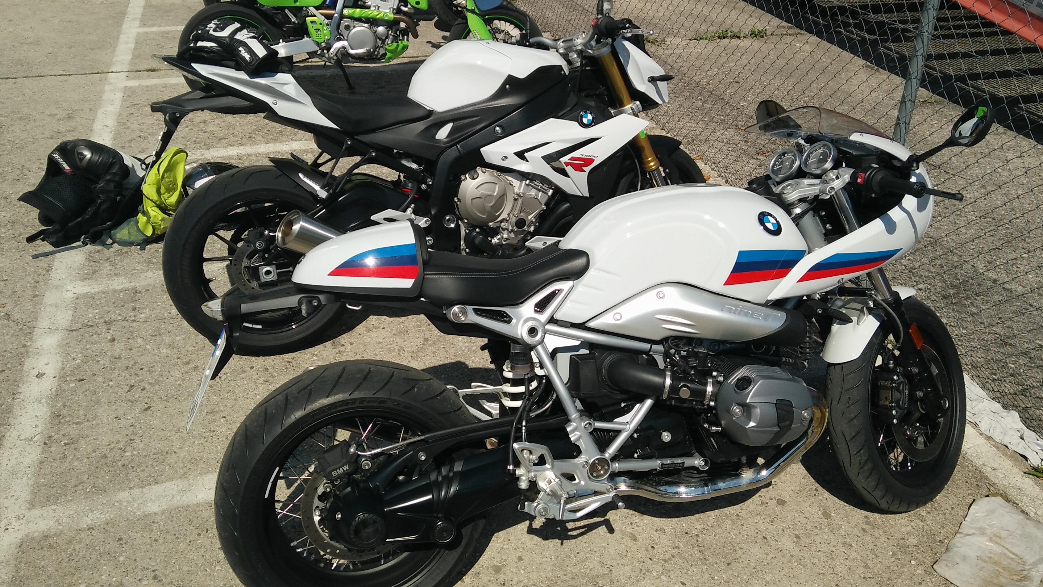 BMW S1000R und BMW R nineT Racer