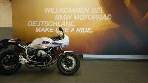BMW R nineT Racer in der Auslieferungshalle