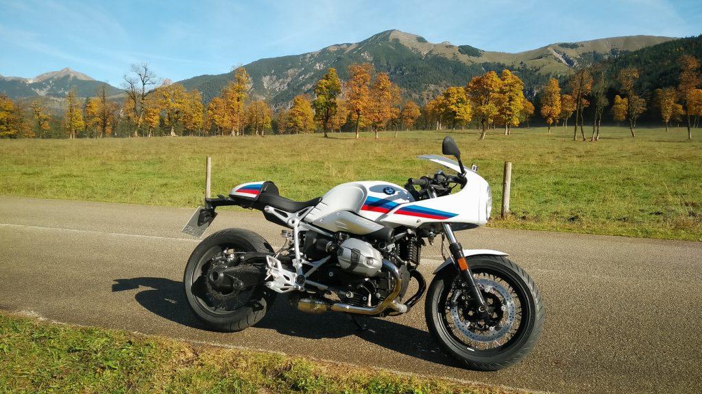 BMW R nineT Racer am grossen Ahornboden
