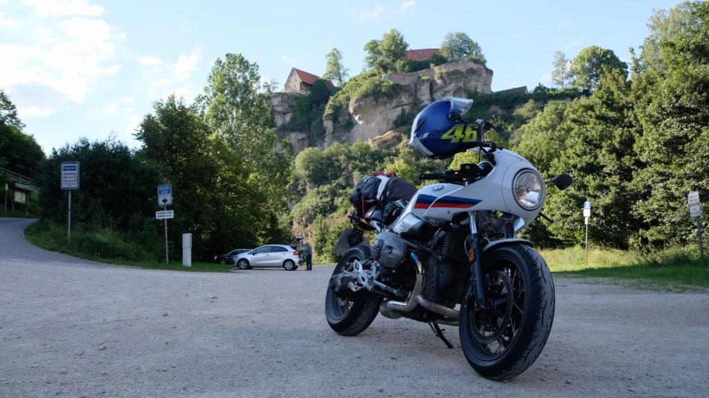 BMW R nineT Racer vor