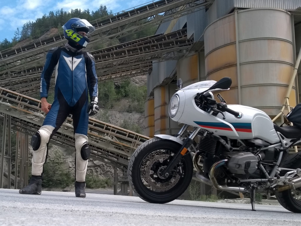 Motorrad im Kieswerk