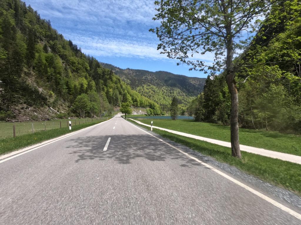 Deutsche Alpenstrasse bei Seehaus.