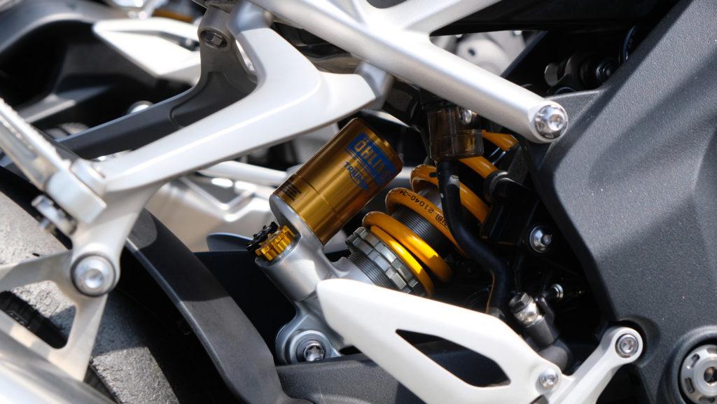 Öhlins-Federbein in der Triumph Speed Triple 1200 RS